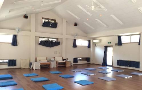 瞑想合宿の大ホール